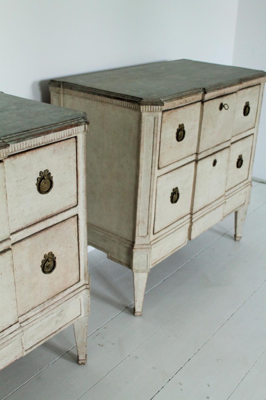 Pareja de c modas de estilo gustaviano in muebles - Comodas de estilo ...
