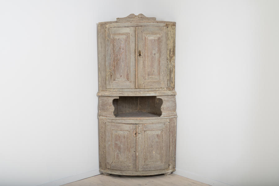 Swedish Gustavian Corner Cabinet, 18th Century